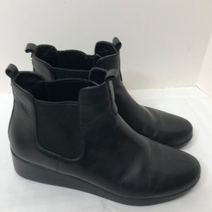 Cole Haan black leather ankle boots size 9 EUC